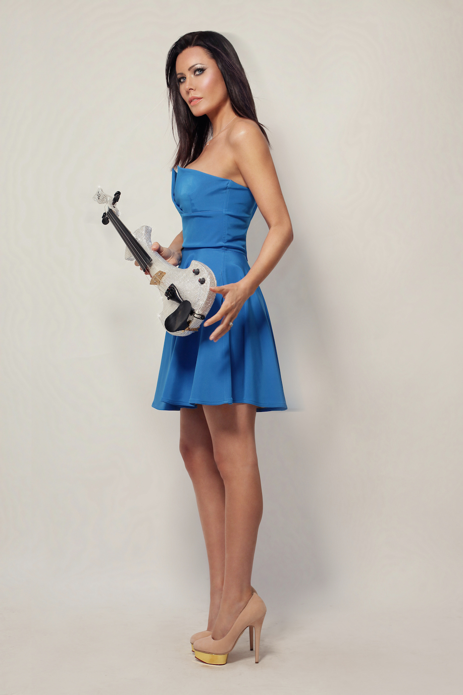 Electric violinist Linzi Stoppard wearing strapless blue dress